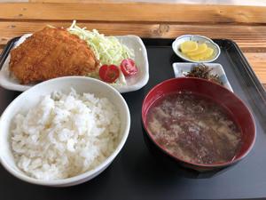 2p目立ち寄り-ふれ愛館-サケフライ定食1.jpg